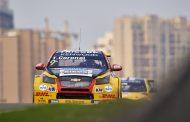 Coureur Tom Coronel op podium tijdens Chinese ronde van FIA-WTCC 2016