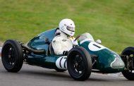 Tiener verslaat 'oudere jongeren' in 500 cc Formule 3 tijdens Historic Grand Prix Zandvoort