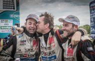 Dakarspeed: Van den Heuvel met tranen in de ogen naar de finish