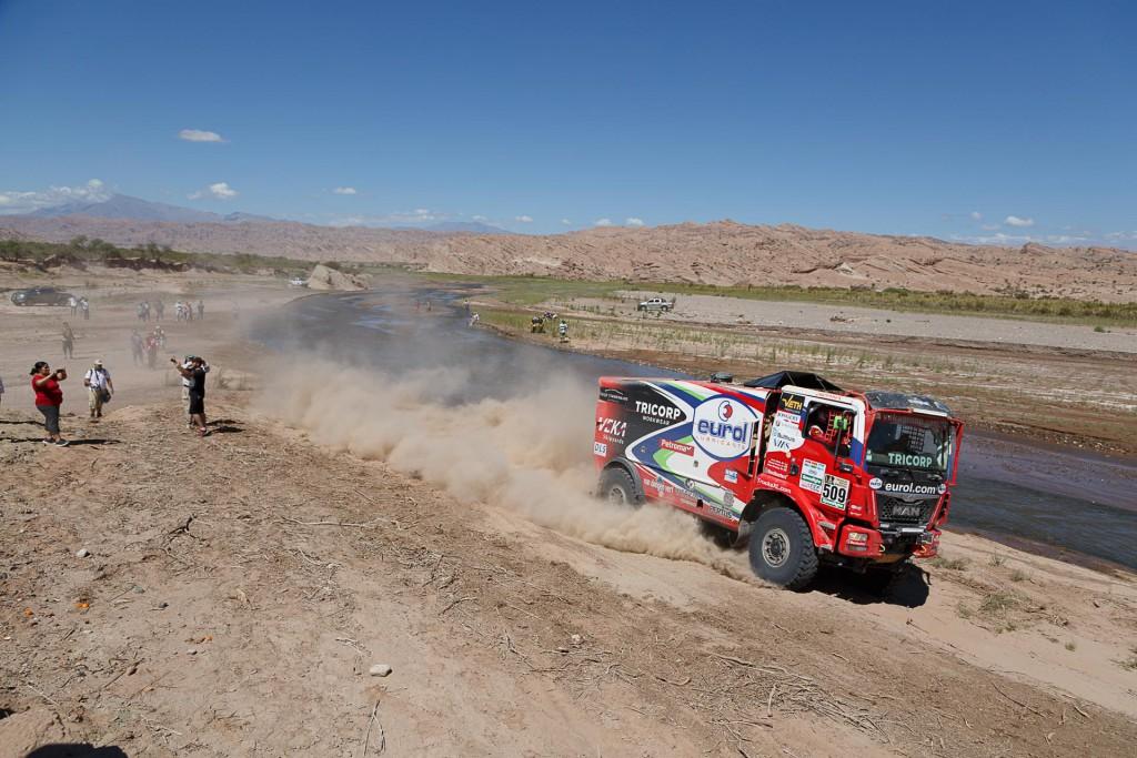 Dakarorganisatie diep door het stof, Hans Stacey terug in de race