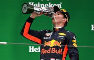 Verstappen derde na weergaloze inhaalrace in China: