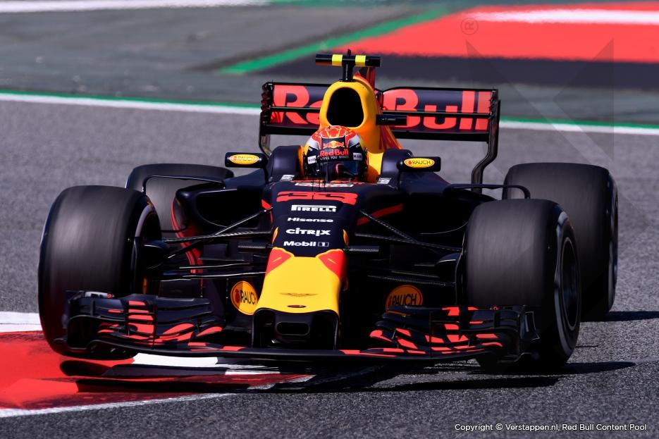 Verstappen in aanraking met Raikkonen in eerste bocht en meteen einde wedstrijd - GP F1 Spanje