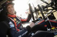 Thierry Neuville bouwt parcours Red Bull Zeepkistenrace!