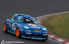 Twee actievolle races van de Mazda Max5 cup en de Peugeot 206 GTi cup in het voorprogramma van de Nieuwjaarsrace