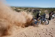 Robert van Pelt loopt pijnlijke schouder op in tiende etappe Dakar Rally