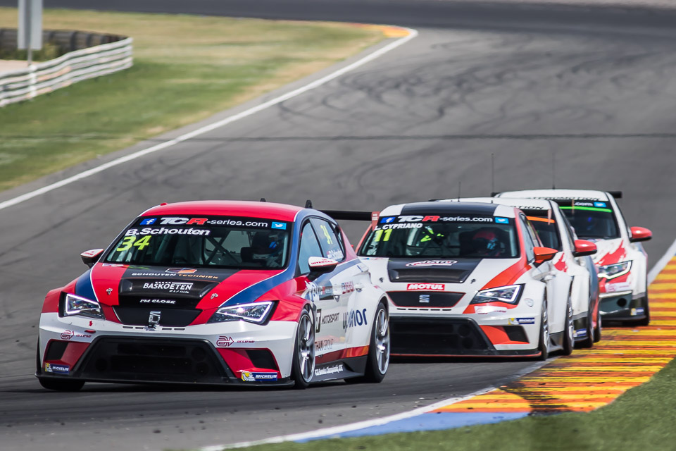 Bas Koeten Racing met twee SEAT Leon Cup Racers naar TCR International Series in Bahrein