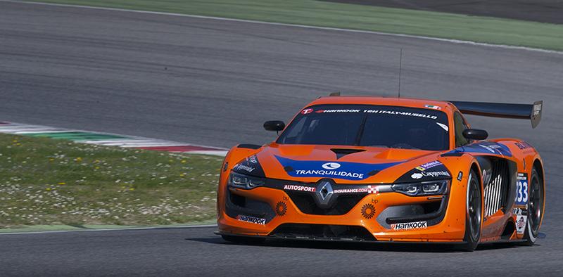 V8 Racing Renault RS01 FGT3 aan de leiding na eerste deel Hankook 12H ITALY-MUGELLO