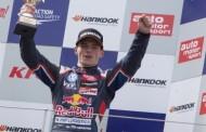 Sterke inhaalrace brengt Max Verstappen van P12 naar podium op Nürburgring