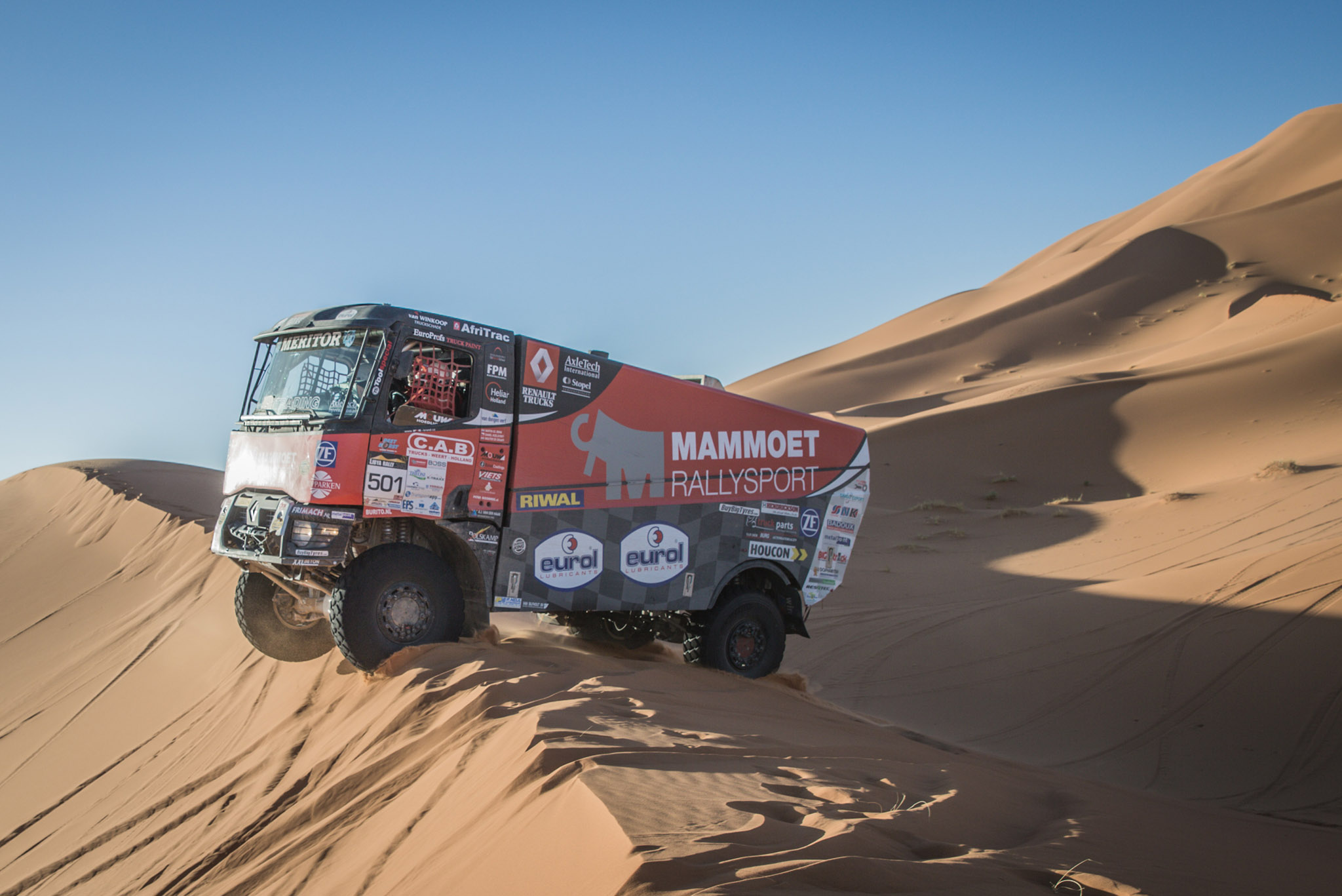 Mammoet rallysport ruikt de winst in Libya rally