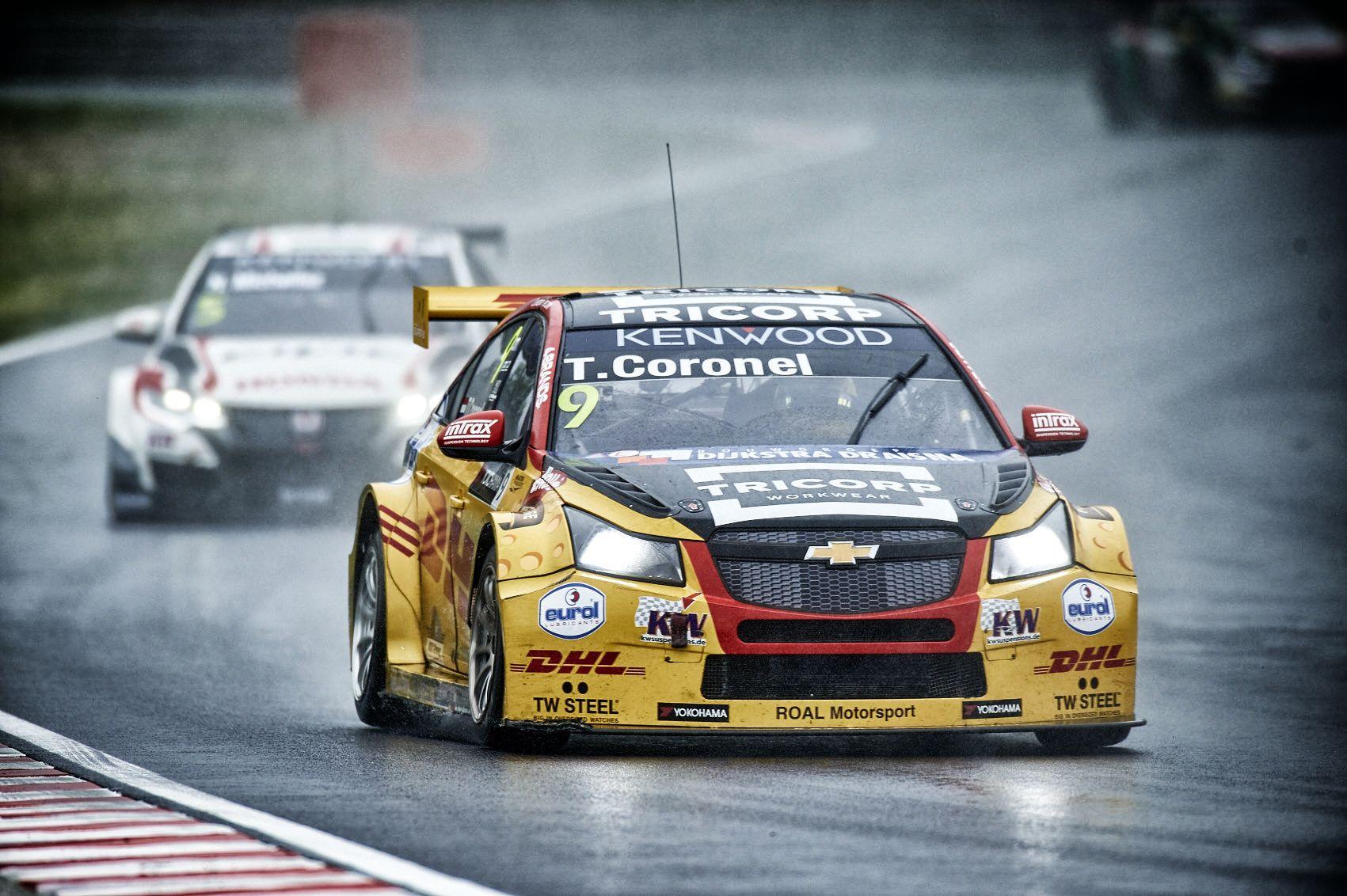 Tom Coronel vecht zich terug tijdens doorweekte FIA WTCC-races op Hungaroring