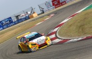 Domme pech velt Tom Coronel tijdens openingsrace kansrijk FIA WTCC-weekend China