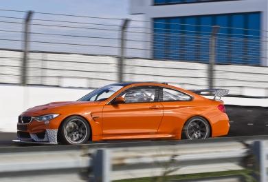 BMW M4 in GT4 uitvoering legt eerste kilometers af op Circuit Park Zandvoort