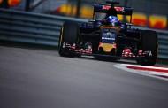 """Max Verstappen valt uit in Sochi: """"We hadden veel punten kunnen scoren"""""""