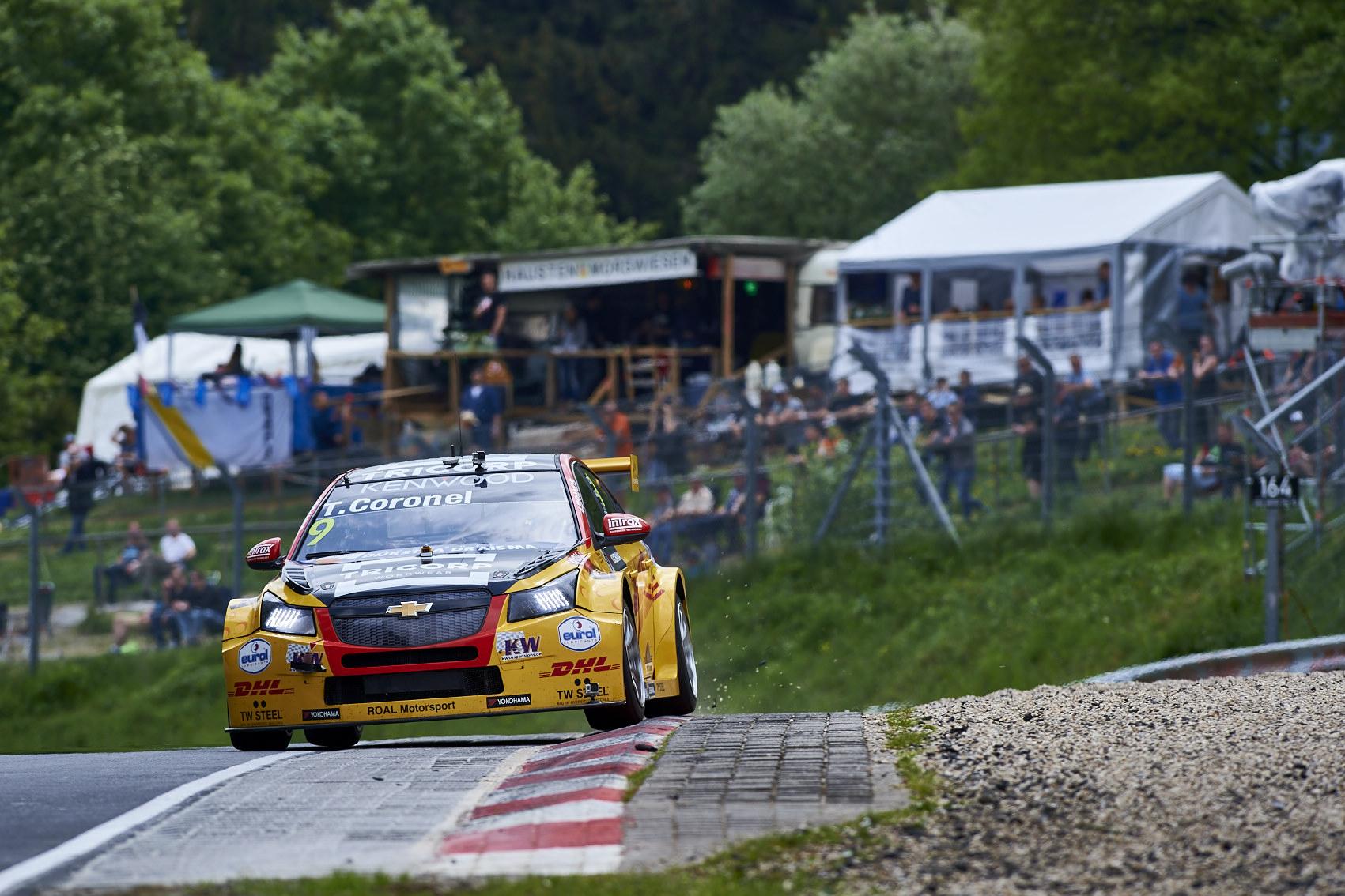 Bizar FIA-WTCC raceweekend voor Tom Coronel op Duitse Nürburgring Nordschleife