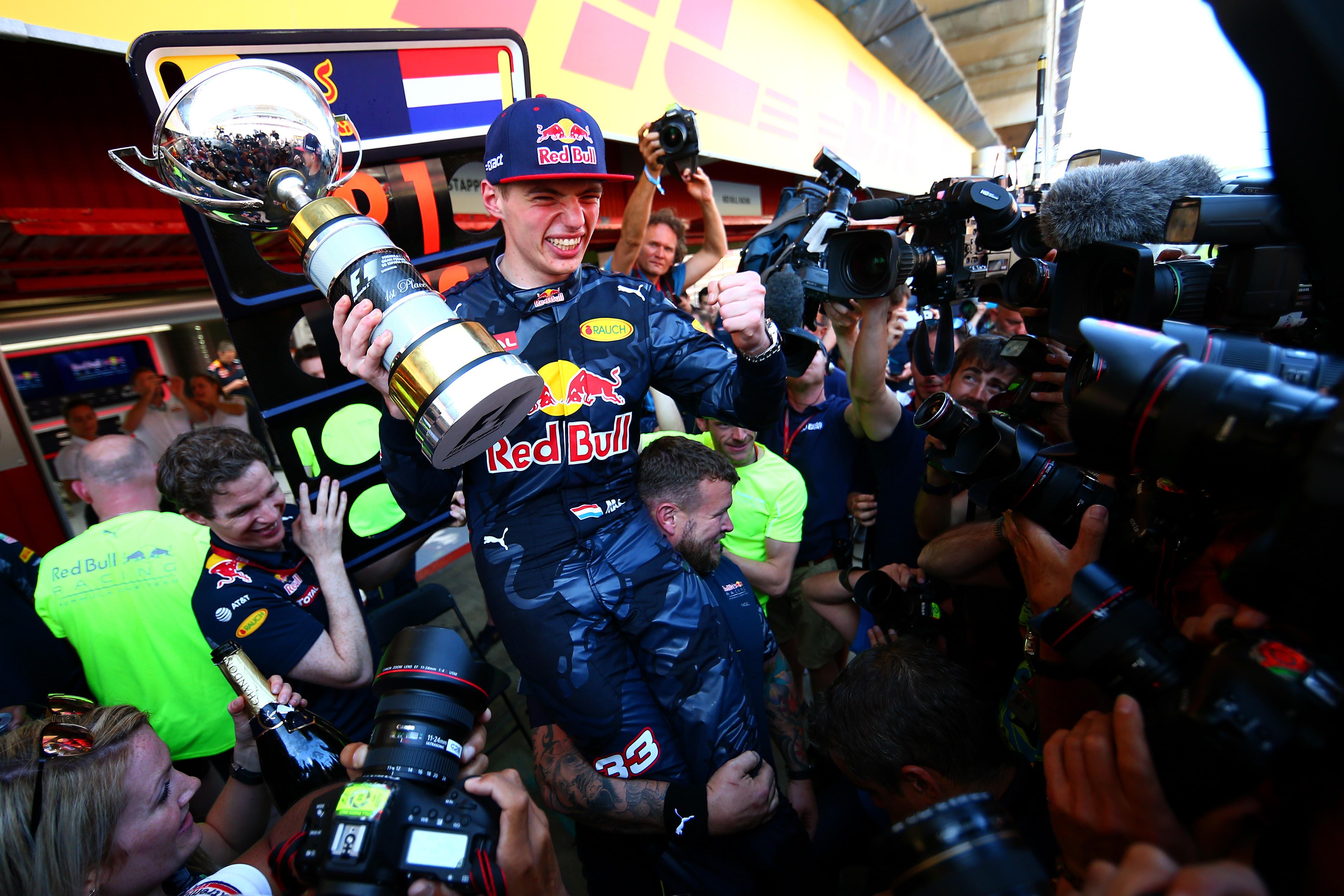 """Max wint GP Spanje bij Red Bull Racing-debuut: """"Geweldig!"""