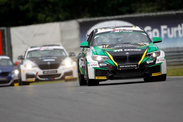 BMW Racing Cups zetten zomervakantie in met bewogen race in Zolder
