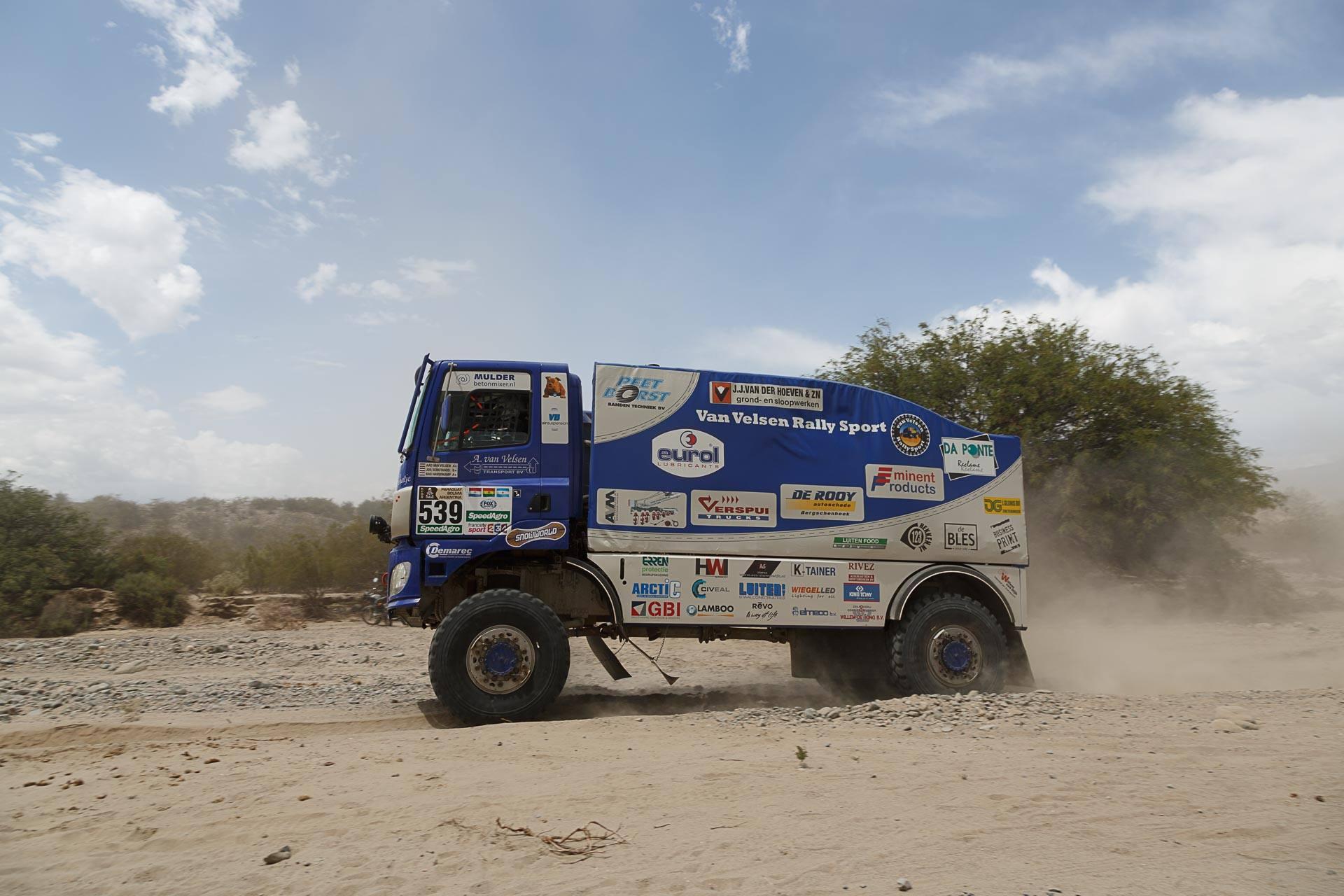 Van Velsen rallysport: Ze zijn gefinisht! Ze hebben etappe 4 door de duinen keurig volbracht