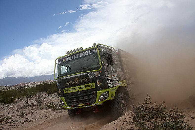 Team Tilburgs Truck Parts op eieren door glibberige etappe