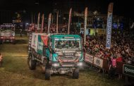Team De Rooy opent Dakar 2017 met drie trucks in top 10