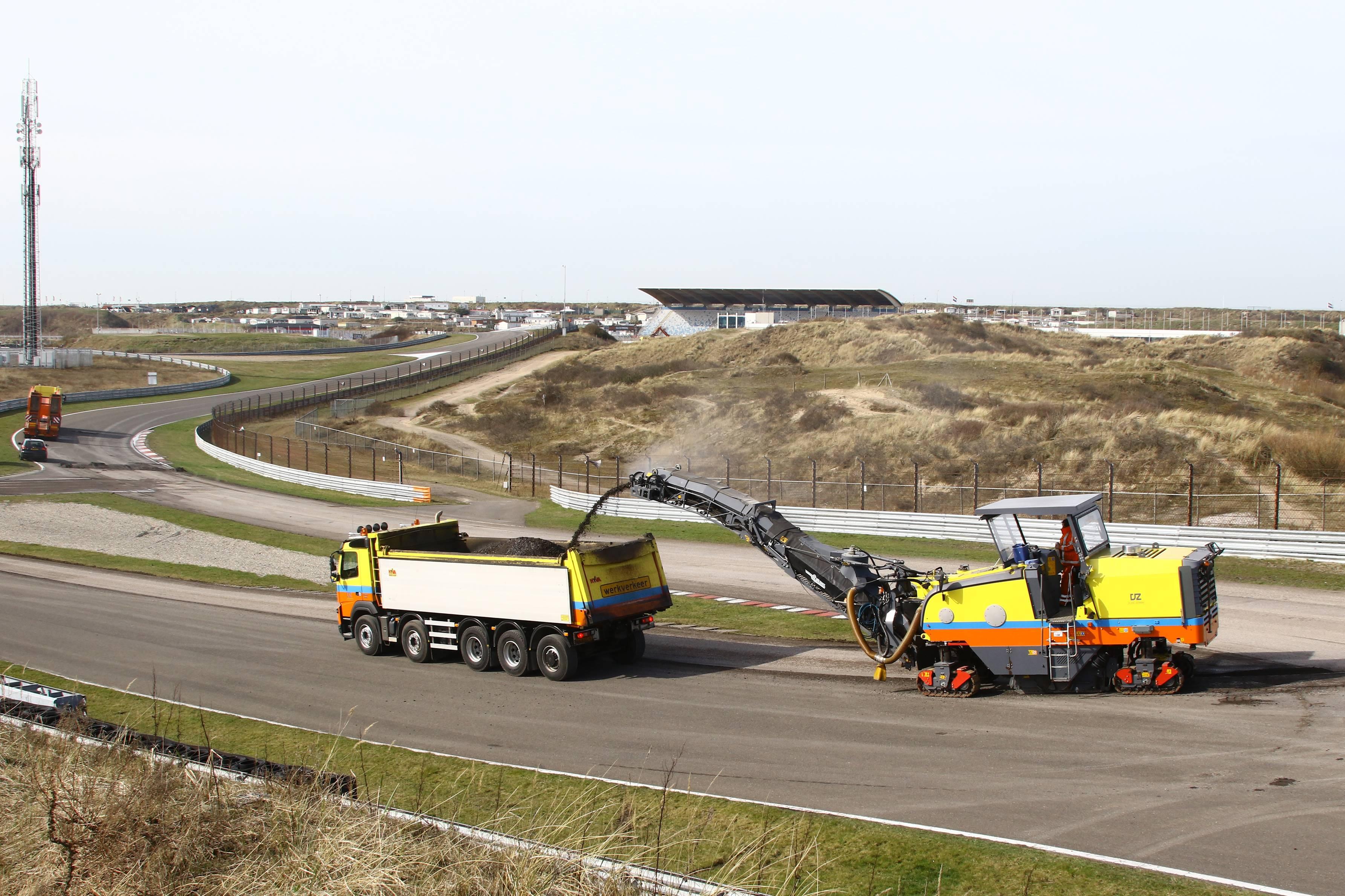 Monsteroperatie op Circuit Park Zandvoort: raceoppervlakte en paddock opnieuw geasfalteerd