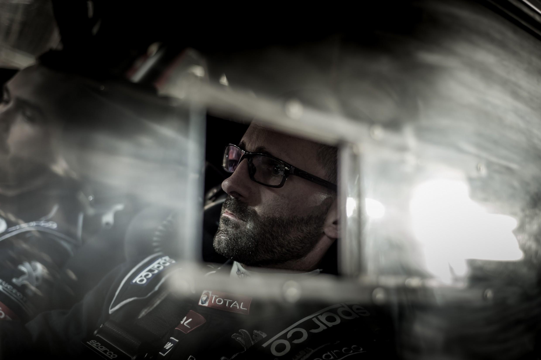 Cédric De Cecco met de steun van DMACK