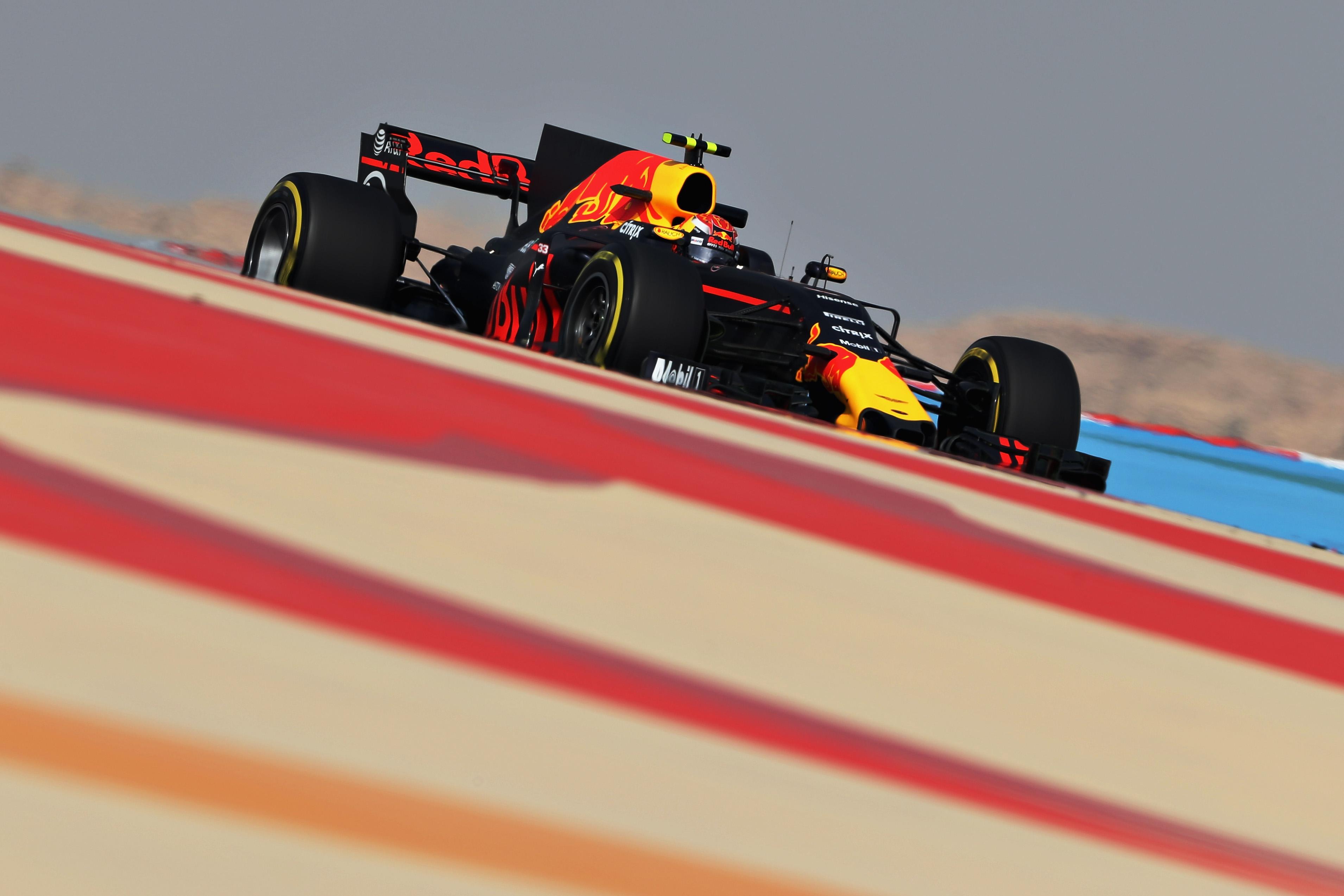 """Verstappen valt uit in GP van Bahrein: """"Rem linksachter werd te warm"""""""