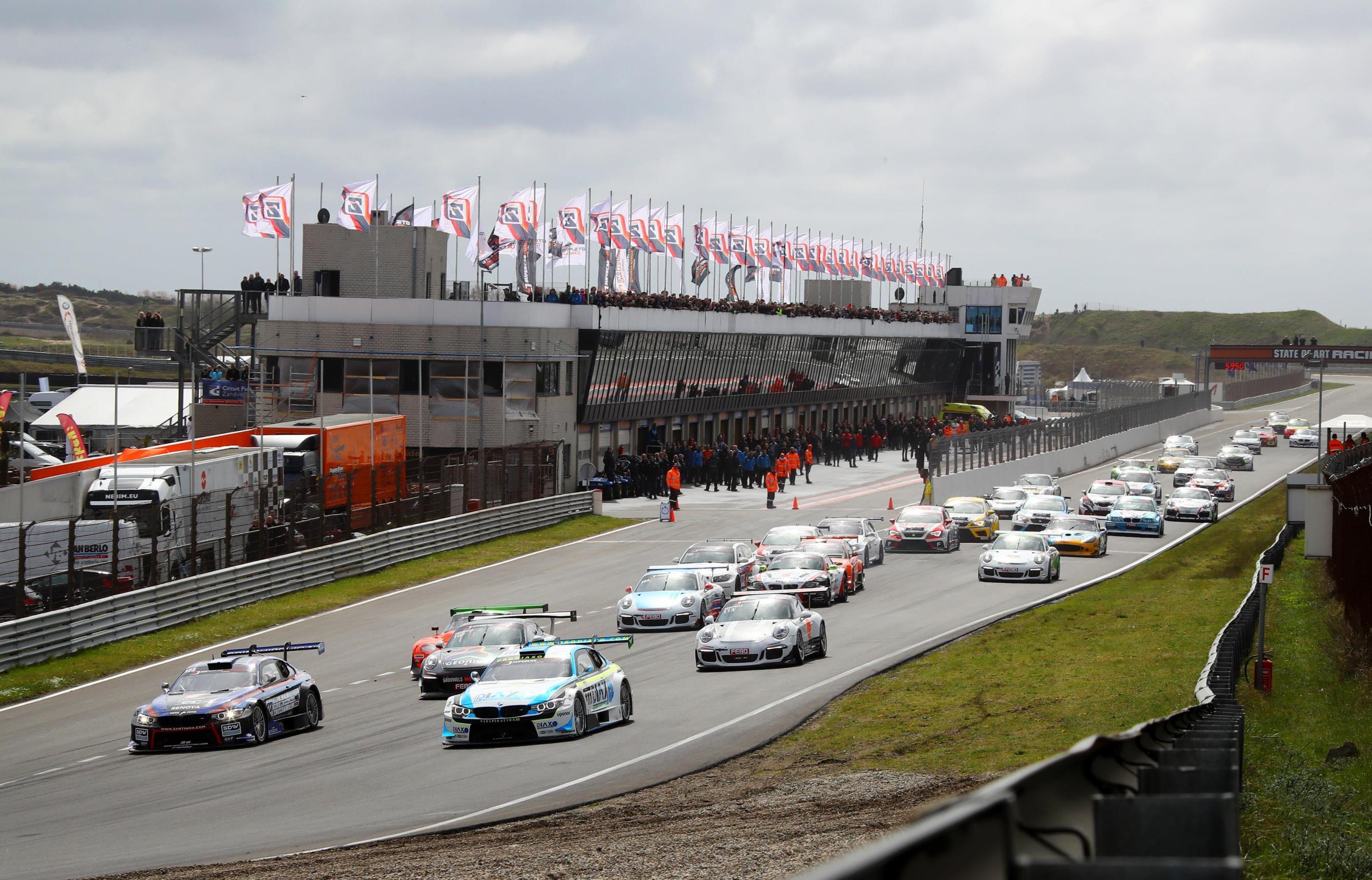 Spannende wedstrijden tijdens de paasraces op het Circuit in Zandvoort