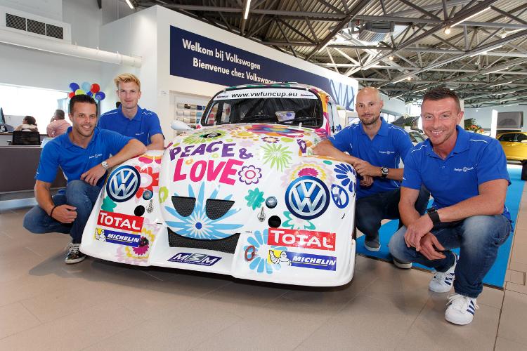 Tom Boonen aan de start van de 25 Hours VW Fun Cup met Anthony Kumpen, Bert Longin en Ruben Van Gucht!