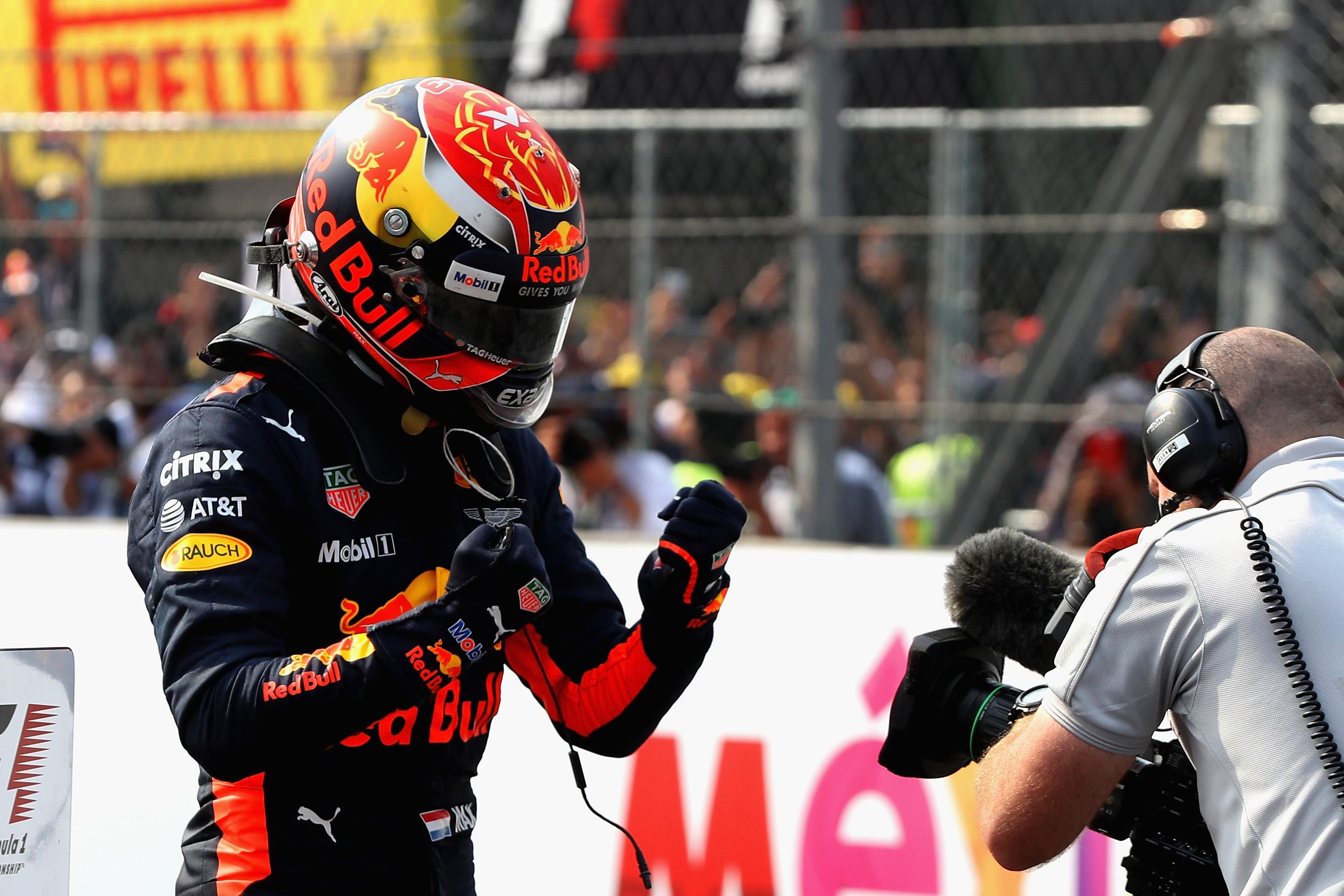 Max Verstappen oppermachtig naar winst in Mexico: