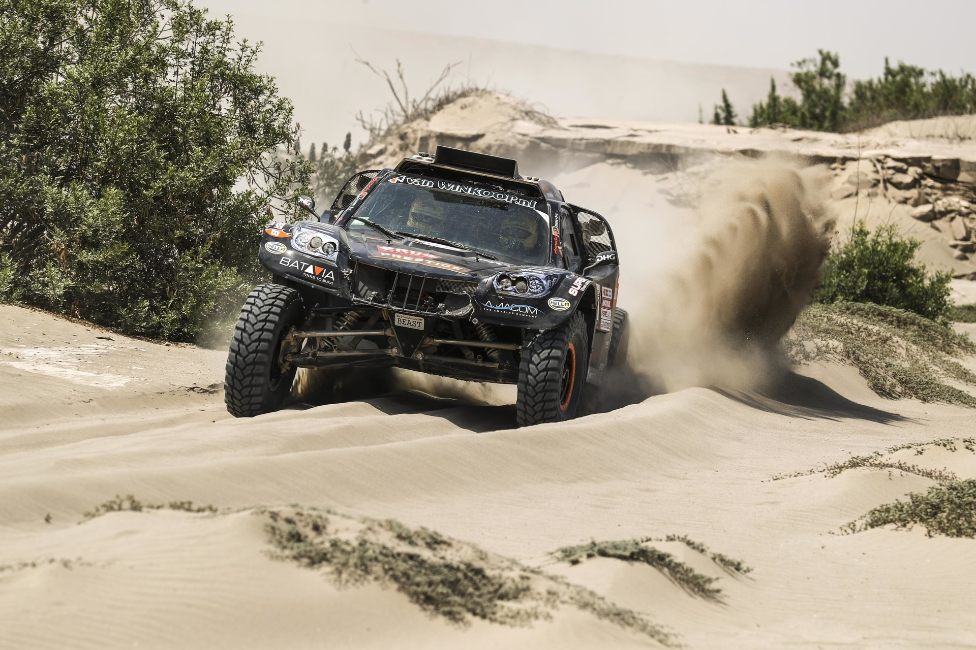 Tim en Tom Coronel beginnen fris aan de 2de week - Dakar Rally