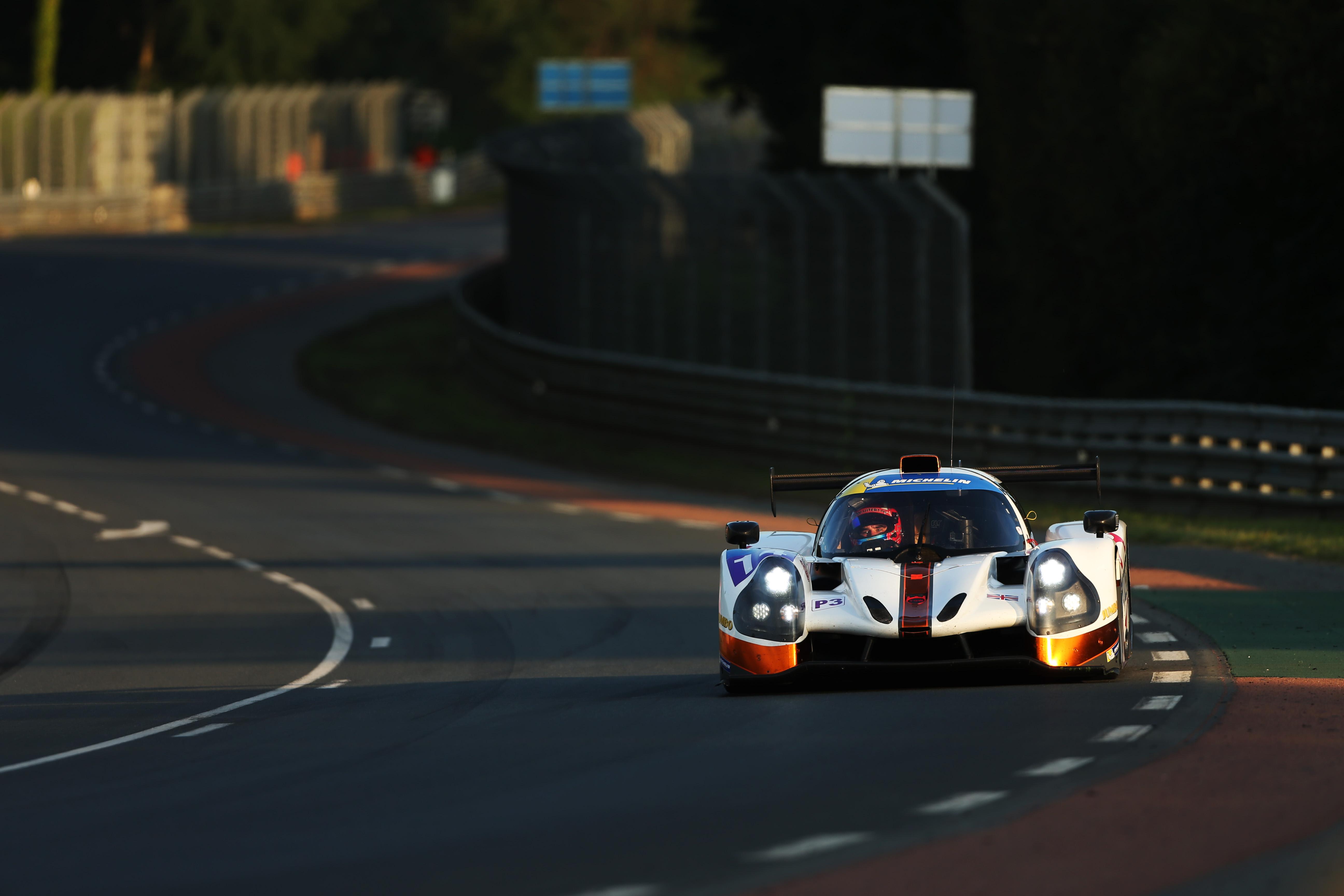 Snelle tijden en pech voor Job van Uitert bij debuut op Le Mans