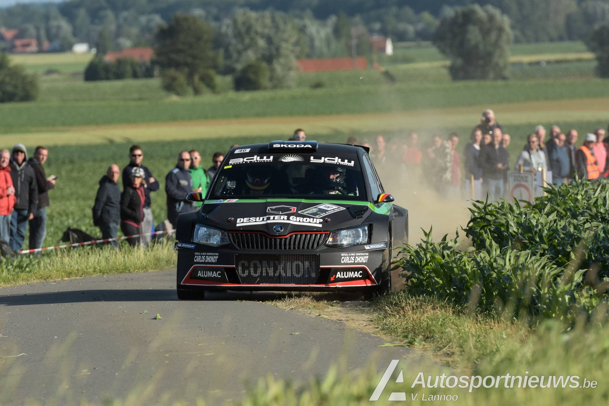 Vice kampioen Vincent Verschueren feliciteert Kris Princen na overwinning en titel in East Belgian Rally