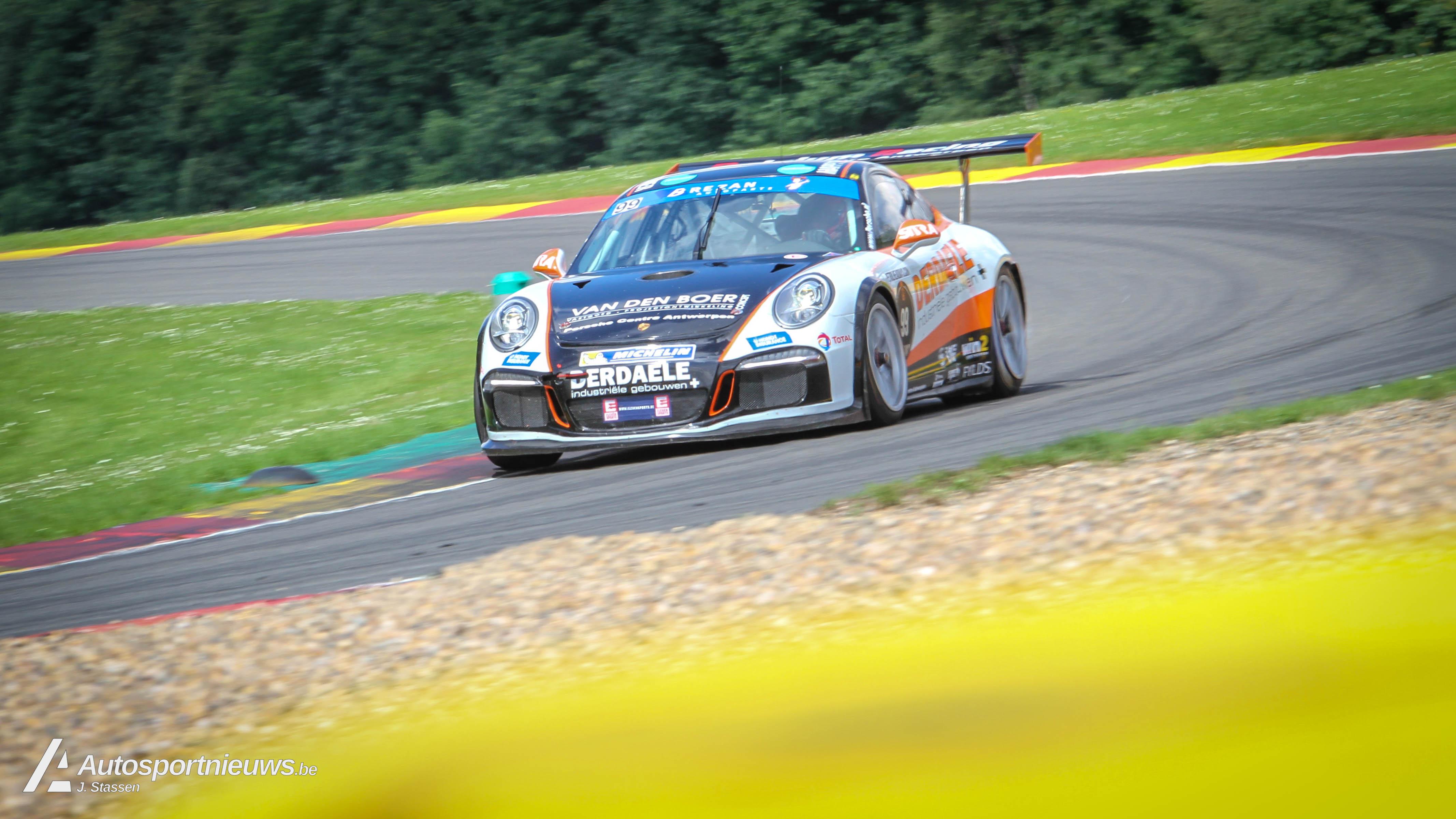 Zege voor Stienes Longin en Marnik Battryn met de Porsche GT4.