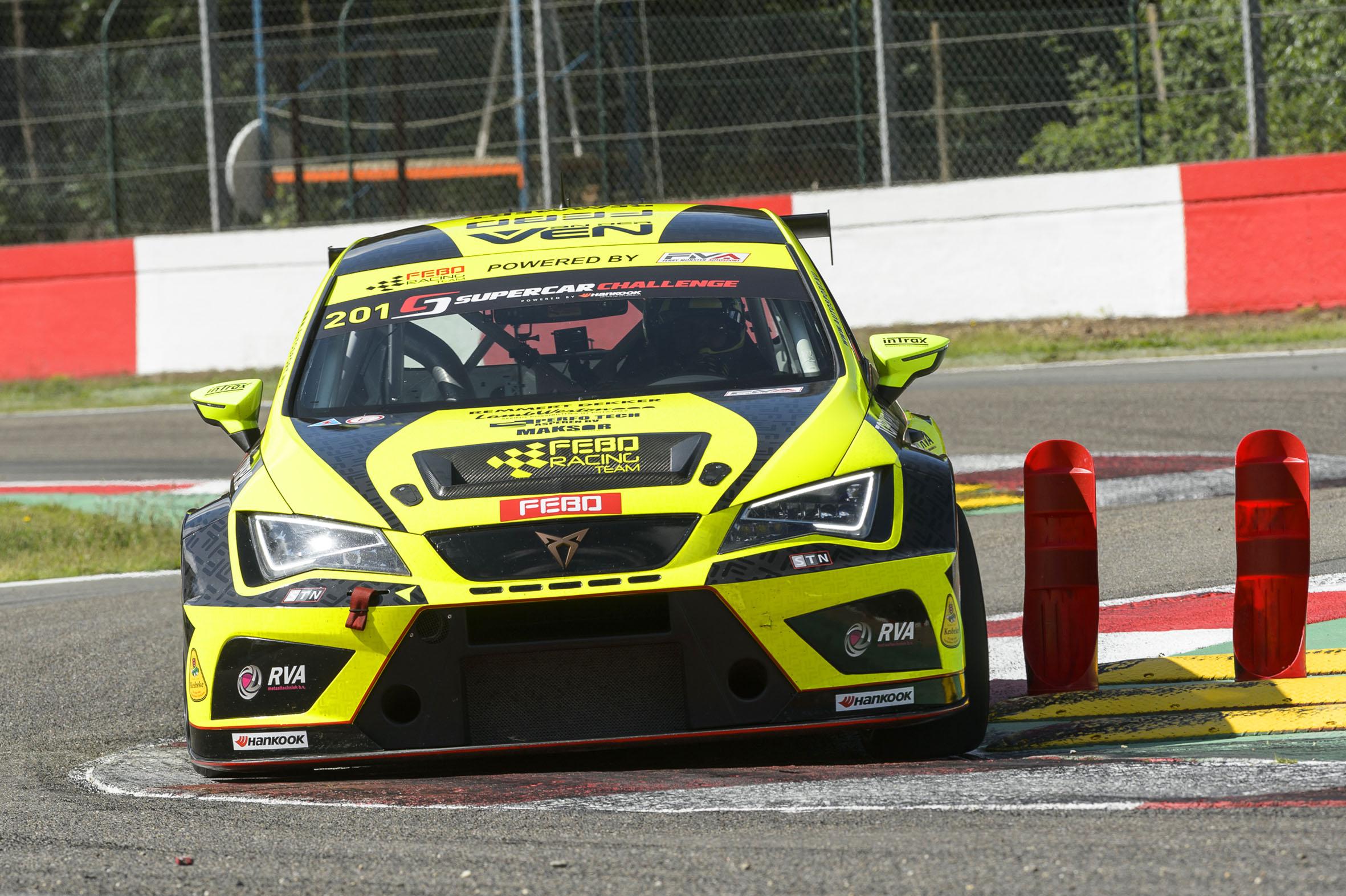 Stan van Oord leidt klassement supercar challenge ook na lastige races op circuit Zolder