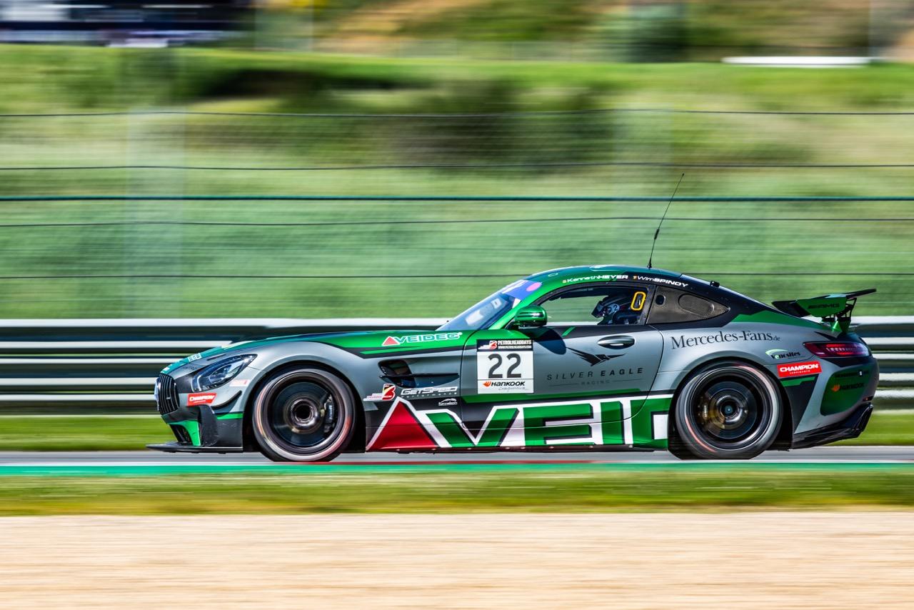 Mercedes-AMG GT4 bewijst duurzaamheid in zware 3-uursrace