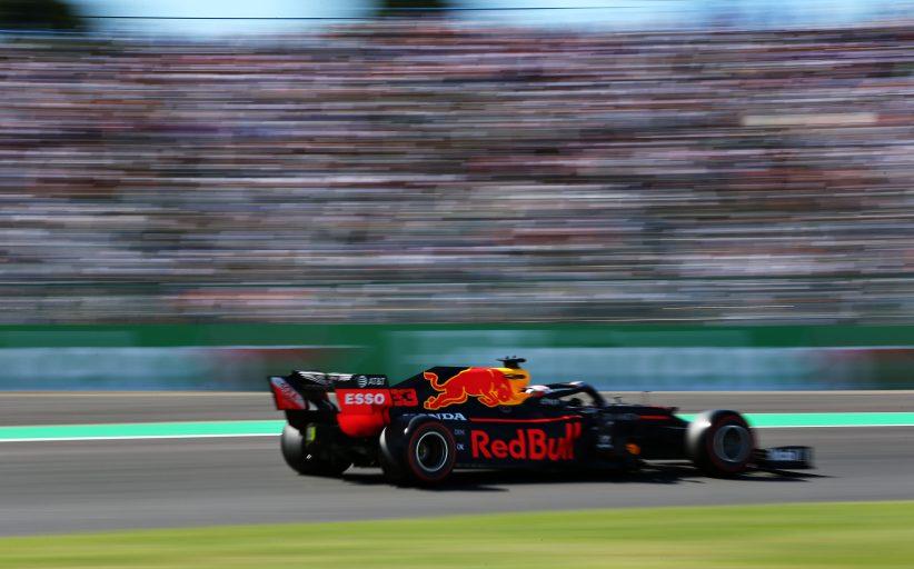 Max Verstappen valt uit in Japan na tik van Leclerc: