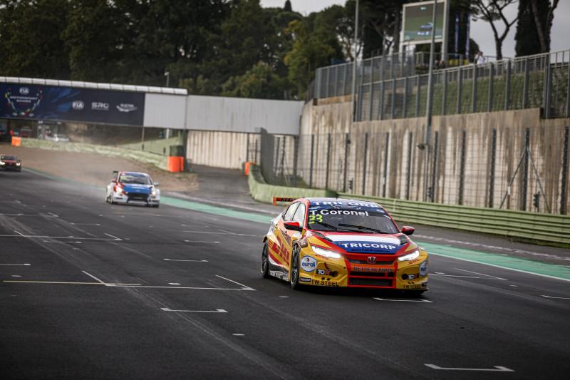 Tom Coronel achtste in eerste FIA Motorsport Games race met kapotte achterwielophanging