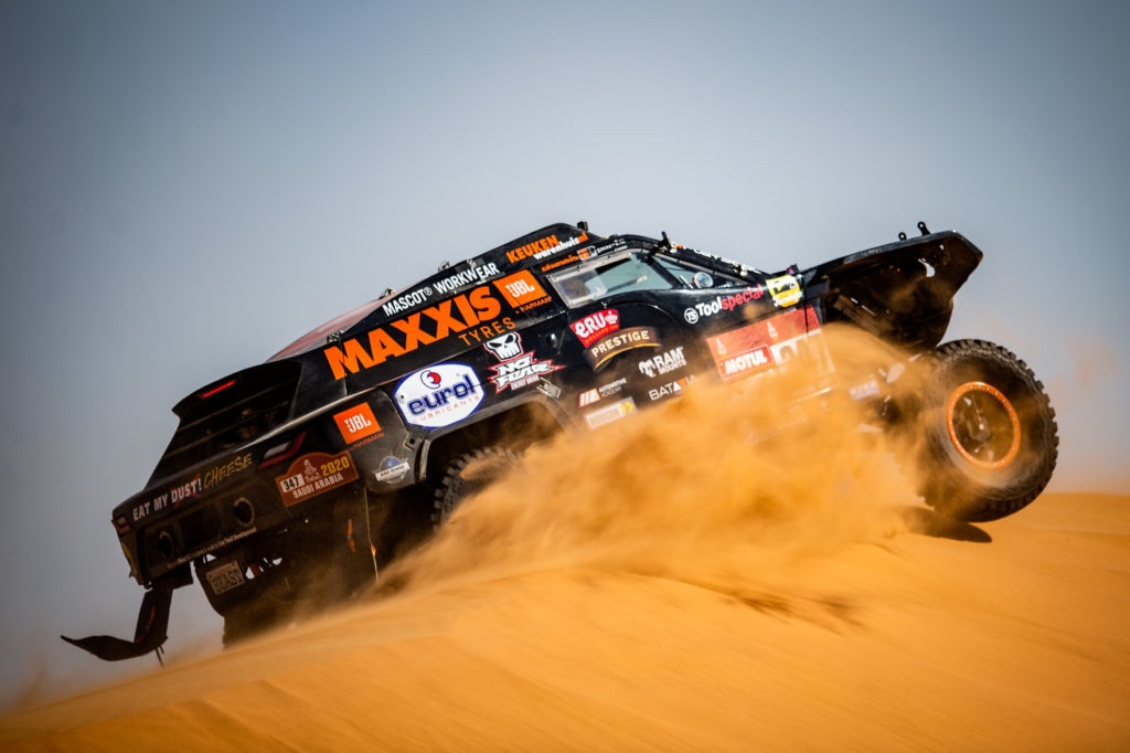 Tim en Tom Coronel solide door gitzwarte Dakar-etappe