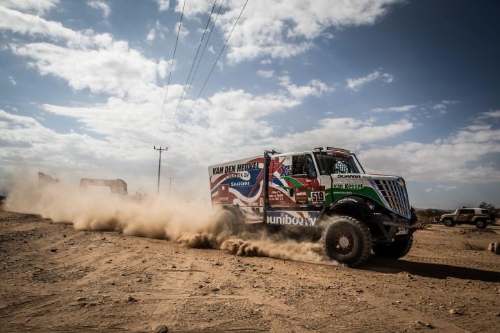 Dakarspeed houdt schade beperkt tot twee lekke banden