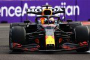 Max Verstappen beroofd van winst na klapband in GP Azerbeidzjan: