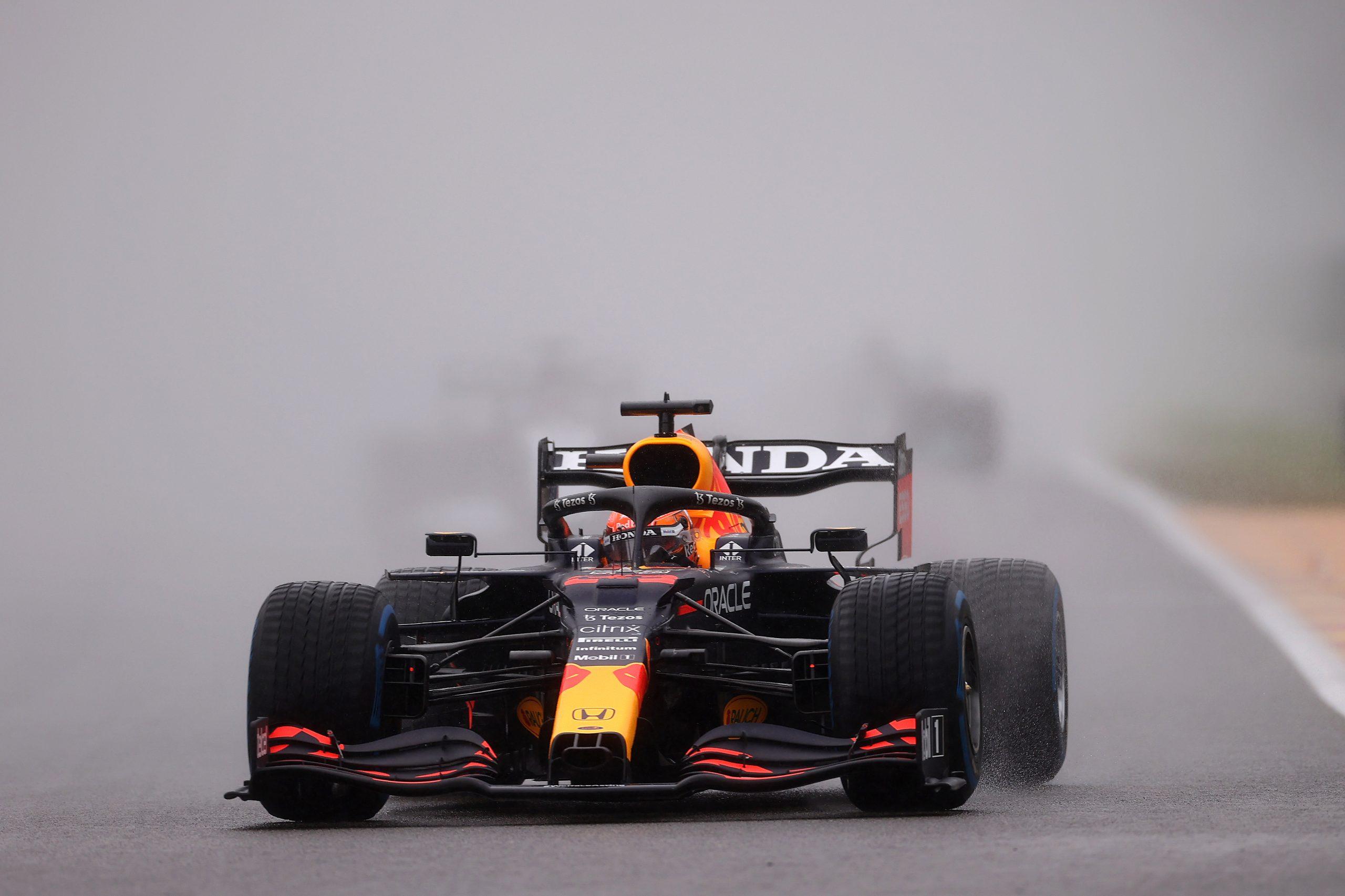Max Verstappen wint verregende Belgische GP: