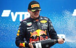 Max Verstappen tweede in GP Rusland na knotsgekke slotfase:
